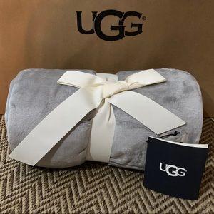 NWT UGG Grey Throw